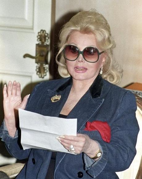 Actress Zsa Zsa Gabor reads a statement at her home in Beverly Hills, California in this November 13, 1992 file photo. Zsa Zsa Gabor, a fixture in Hollywood for six decades, asked that a priest read her the last rites on August 15, 2010, following hospitalization two days earlier due to complications from hip surgery. REUTERS/Fred Prouser/Files (UNITED STATES - Tags: ENTERTAINMENT HEALTH PROFILE)