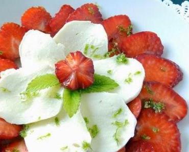 Erdbeeren mit Mozzarella und Waldmeistersirup