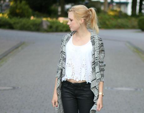 OUTFIT I LACE CROPPED TOP