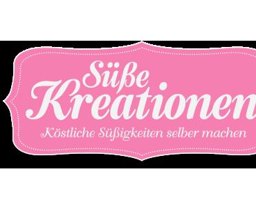 Erdbeer-Vanille-Cupcakes mit rosa Blümchen-Schokotaler Topper