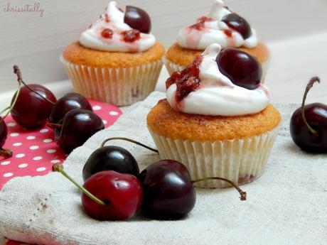 Kirsch Cupcakes mit french meringue Frosting / Cherry Cupcakes with french meringue frosting