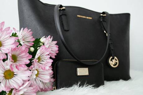 What's In My Michael Kors Bag + School Bag Guide