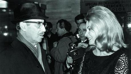 Groucho Marx und Molly Peters (1966)