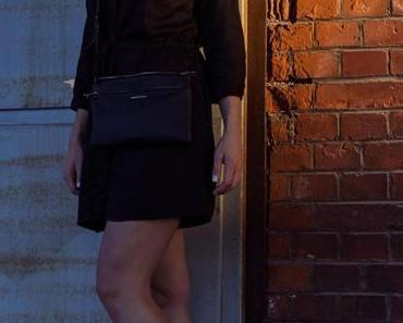 Das schwarze Hemdkleid