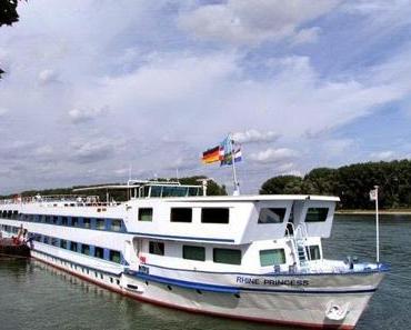 """Blessing Flusstouristik startet, Dennie Blessing """"ehemals Schmidt"""" versucht sich im Flussgeschäft!"""