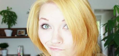 Haare blond gefarbt gelbstich