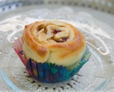 Schwedische Kanelbullar Muffins mit Zwetschgen (…oder Apfel)