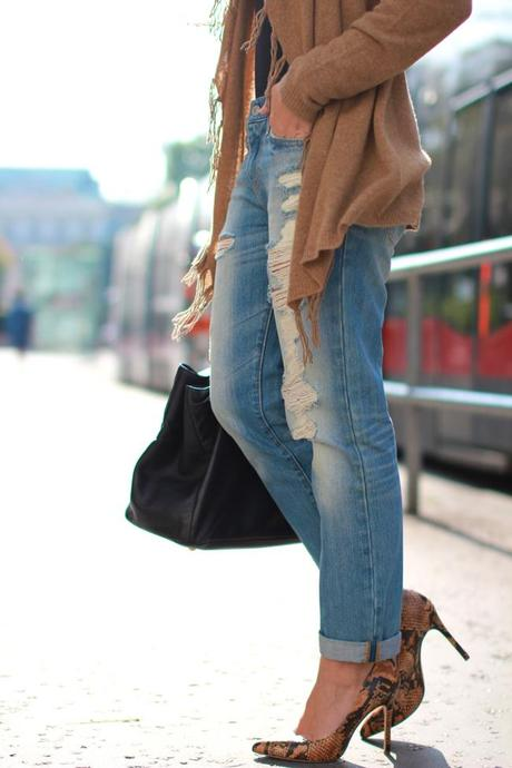 Destroyed denim & cashmere fringes