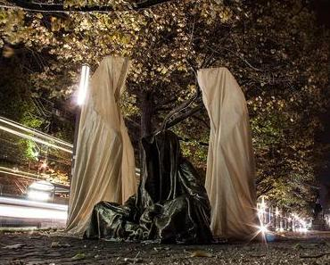 Festival of Lights Berlin Microsoft Guardians of Time timekeepers by Manfred Kielnhofer contemporary fine arts sculpture 3D form