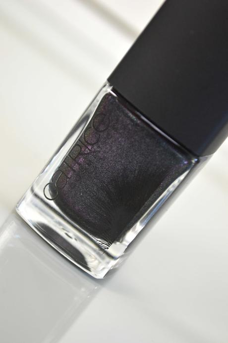 Changierender Nagellack aus der Catrice Feathered Fall LE