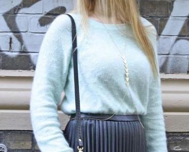 Sunday mood: Plissierter Lederrock und kuscheliges Mint