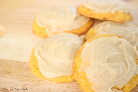 Pumpkin cookies with caramel frosting - Original American