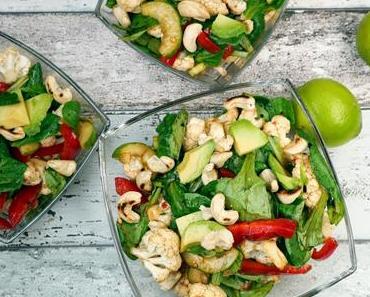 [Low Carb] Blumenkohlsalat mit Cashewkernen, Feldsalat, Gurke und Avocado