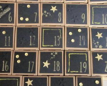 Moderner Adventskalender in schwarz-gold