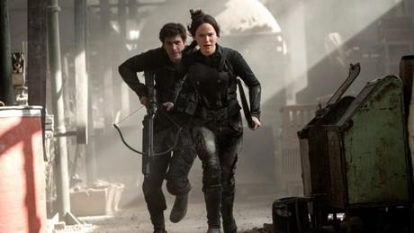Die Tribute von Panem: Mockingjay – Teil 1 (Action-Fantasy, Regie: Francis Lawrence, 20.11.)