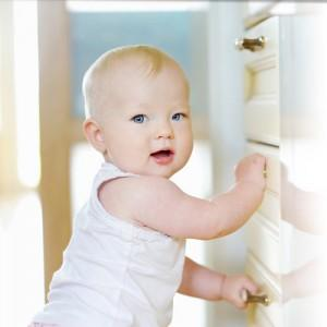 Adorable baby girl © MNStudio - Fotolia.com
