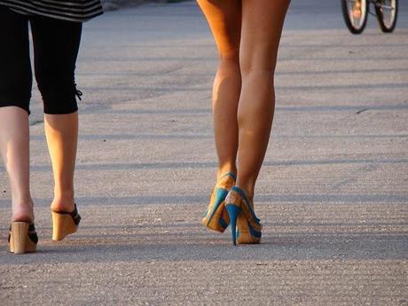 ladys tragt high heels m nner sind dann angeblich wahre. Black Bedroom Furniture Sets. Home Design Ideas