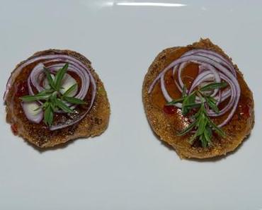 Süßkartoffel-Reis-Puffer mit rotem Zwiebelchutney
