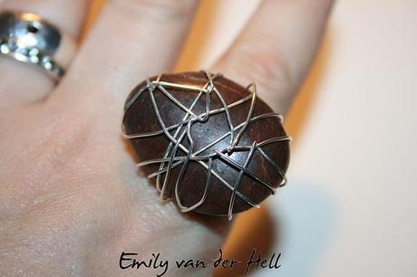 DIY: Vanessa Mooney Brazilian Agate Wire Wrap Ring