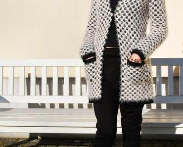 {OOTD} Coming home for Christmas in Black and White