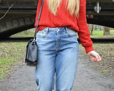 OUTFIT: Mom jeans with red oversize sweater