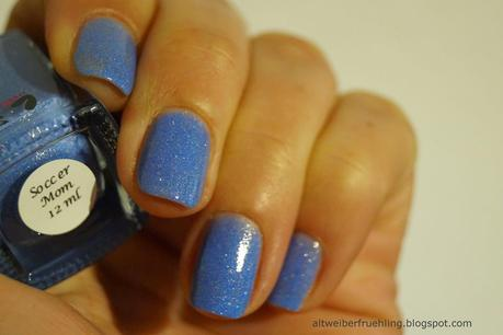 Blue Friday - Soccer Mom von colors by llarowe