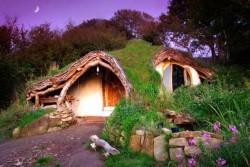 In Amerika und Europa sind Häuser und Hotels im Hobbit-Stil angesagt