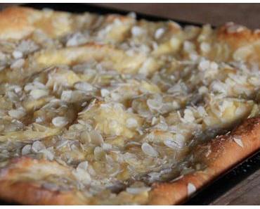Butterkuchen mit Apfel - und Puddingklecksen