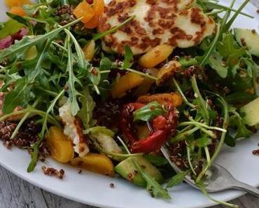 Savoury Wednesday: Quinoa Salat mit gegrilltem Halloumi Käse, getrockneten Aprikosen und eingelegter Paprika