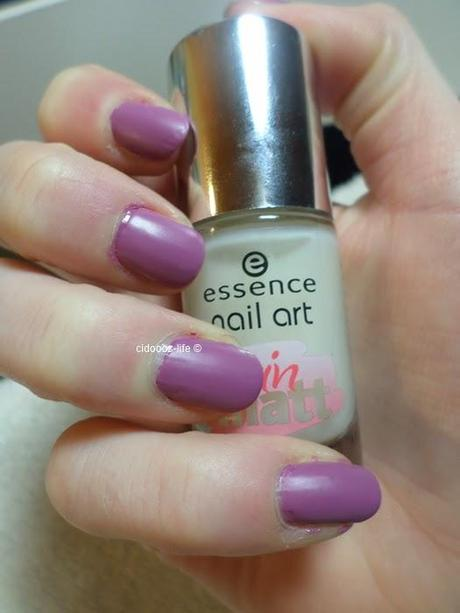 Essence Nail Art Satin Matt Topcoat-Tragebilder & Review ♥