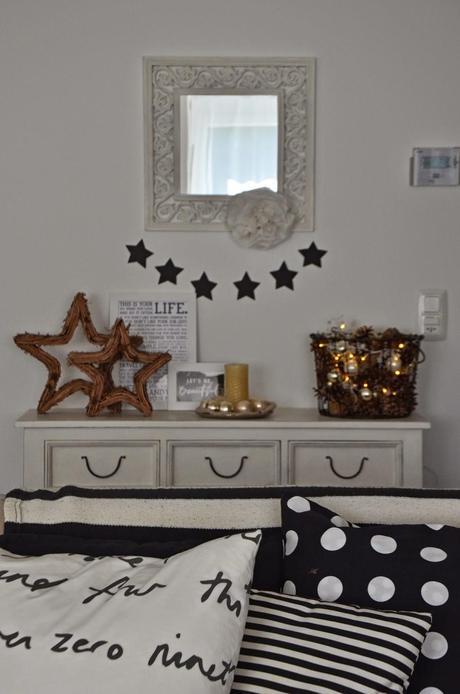 weihnachtsdeko mit tannenzapfen und holzsternen. Black Bedroom Furniture Sets. Home Design Ideas