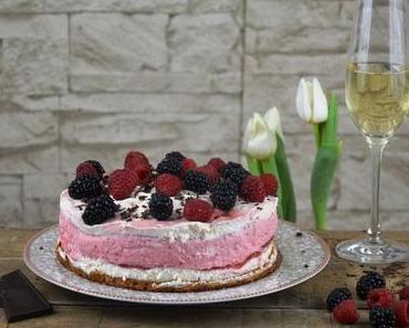 Erdbeer Prosecco Torte mit frischem Joghurt