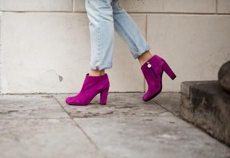 Outfit: Blue Jeans and Pink Shoes