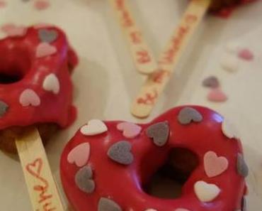 Be my Valentine…. Herzchendonuts am Stiel