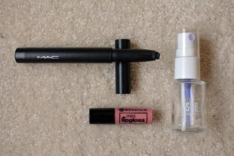 essence Mini Lipgloss  s.he stylezone quick dry spray  MAC Shadestick Sharkskin