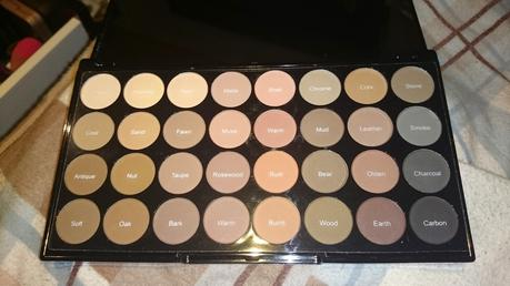 Makeup Revolution Flawless Matte Palette Review und Swatches