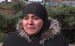 Aisha Msakni. Die stark traumatisierte Mutter der Kinder (Foto: Screenshoot Youtube: PressTV)