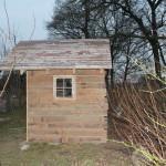 Rustikales Gartenhaus aus Paletten, Türen und Dielen – Teil 2
