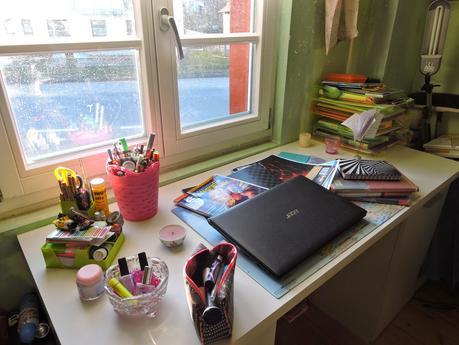 diy whiteboard schreibtisch organisation. Black Bedroom Furniture Sets. Home Design Ideas