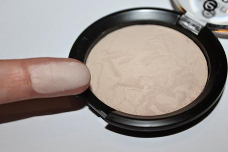 Review: Essence Pure Nude Powder 010 nude ivory + 020 nude beige