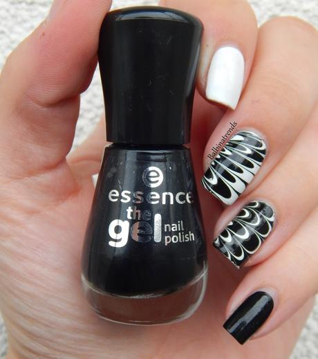 Essence - black & white Water Marble