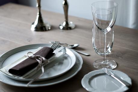 bunt ist die welt der sch n gedeckte tisch. Black Bedroom Furniture Sets. Home Design Ideas