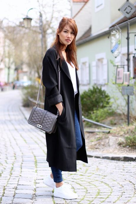 OUTFIT: BLACK OVERSIZE COAT & WHITE SNEAKERS #2