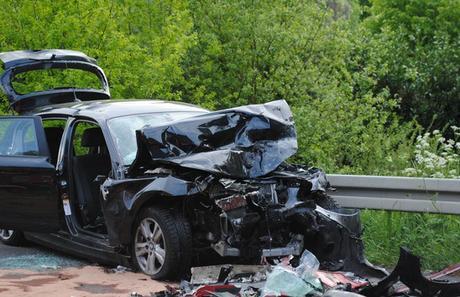 Autounfall Falkenhardt – Kollision mit LKW
