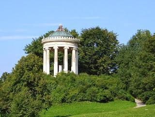 Monopteros (Tempel) im Englischen Garten zu München