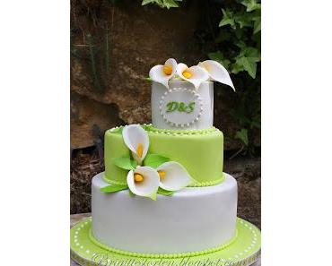 Hochzeitstorte hellgrün-weiß mit handgemachten Callas aus Blütenpaste